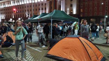 58-и ден на протест: Плюшени играчки и нов палатков лагер пред Министерски съвет (снимки и видео)