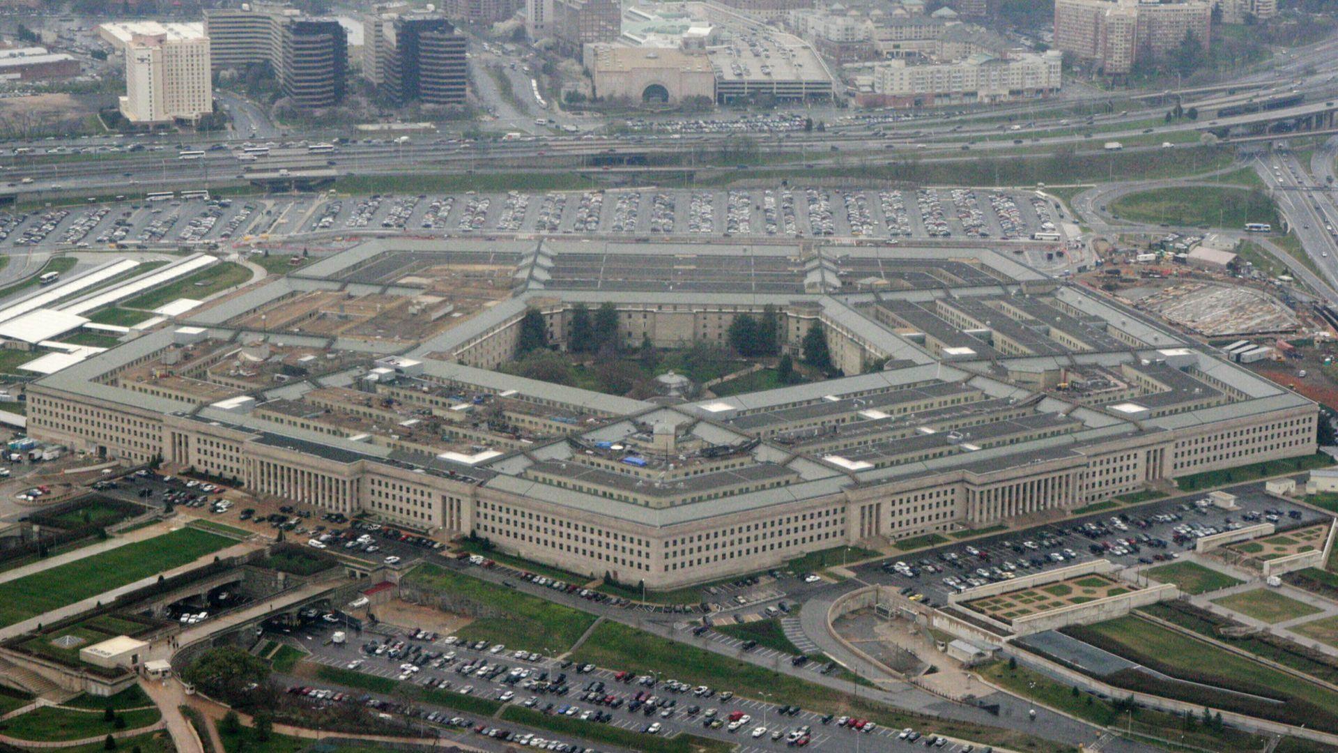 Intel ще помага на военните да създават по-добри чипове