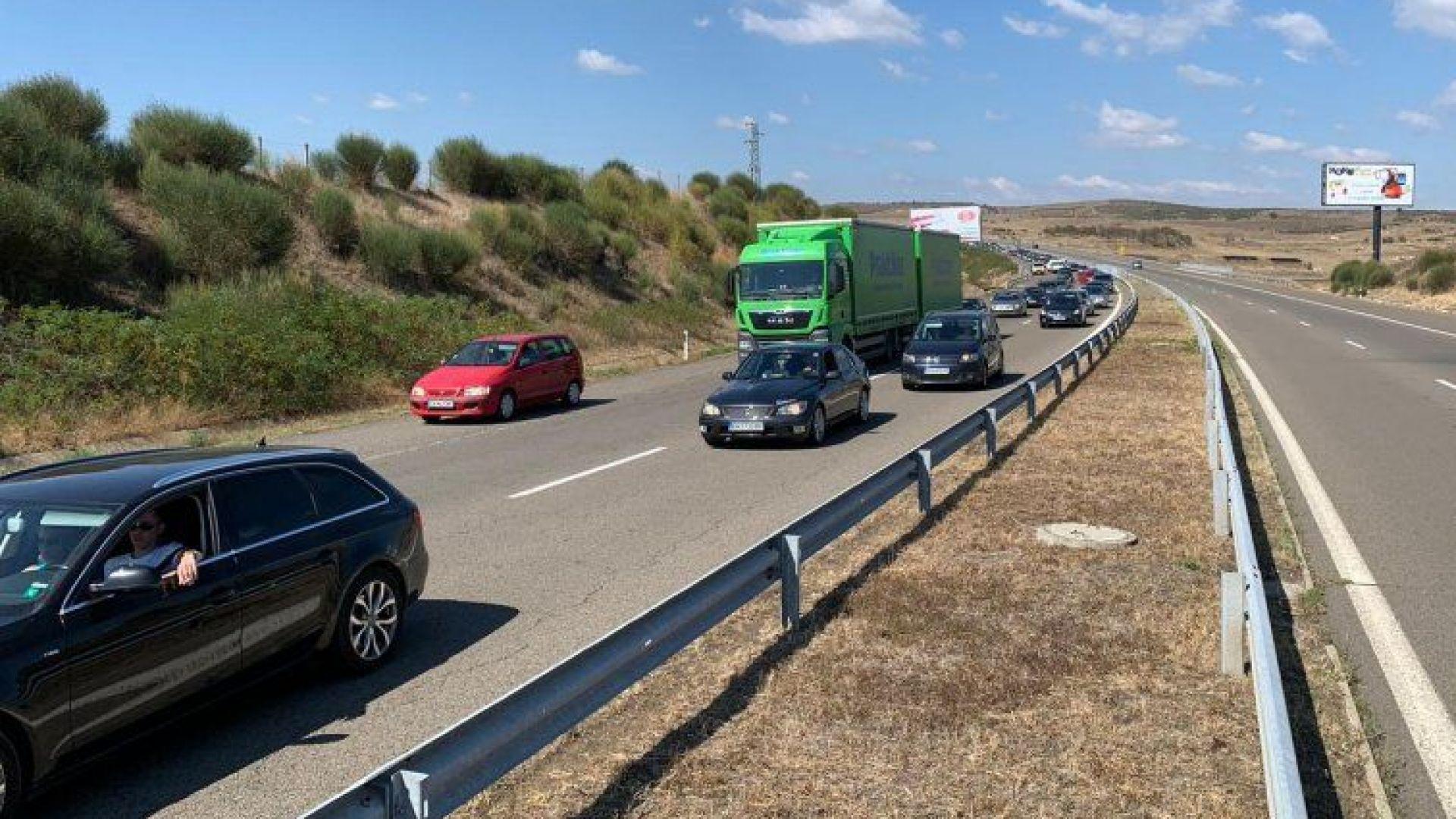 Близо половин милион коли излезли от София на 29 и 30 април