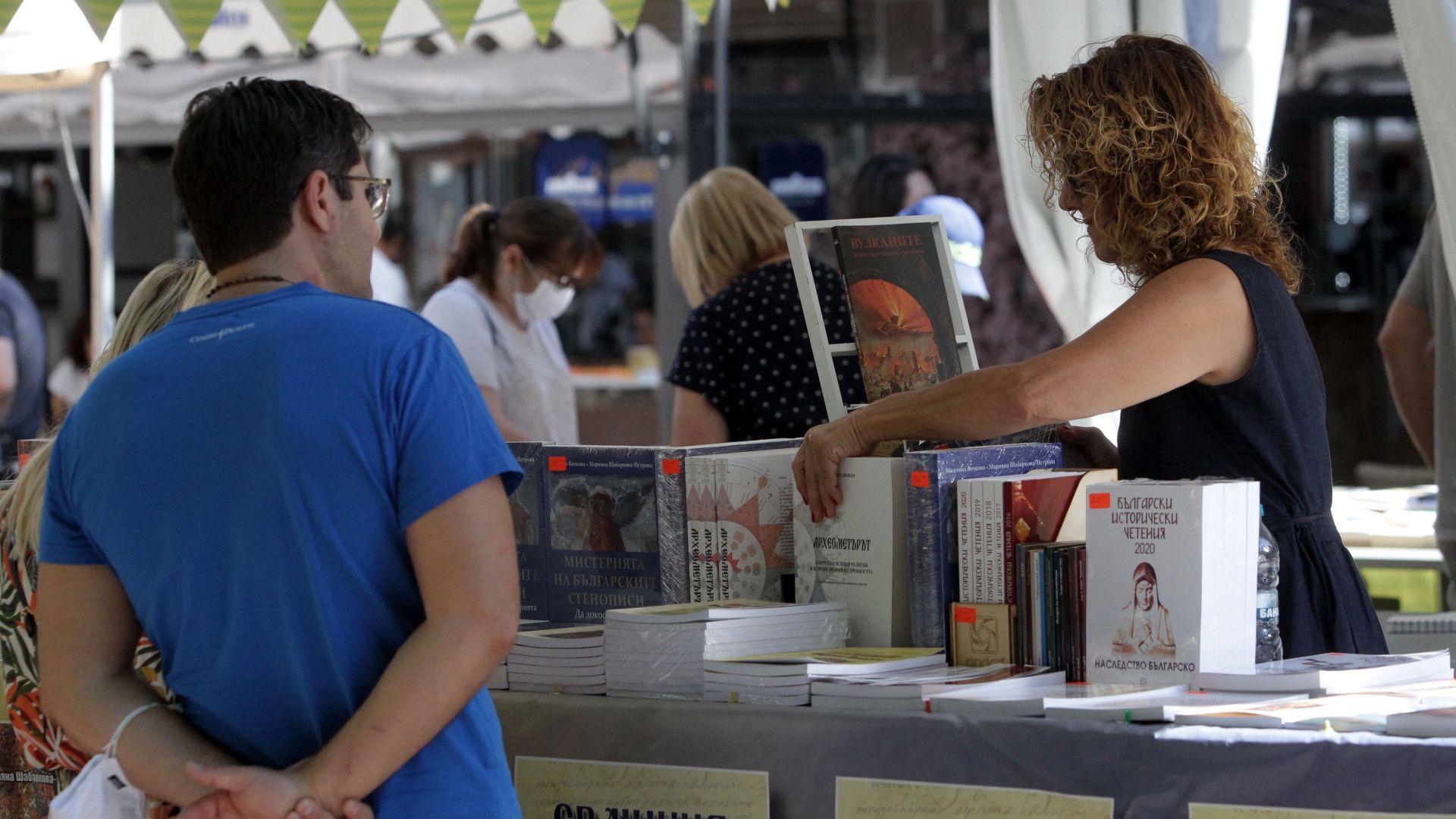 Пролетният панаир на книгата отваря врати пред НДК
