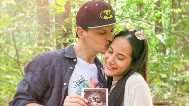 """Първото бебе на """"Айде БГ"""" идва (видео)"""