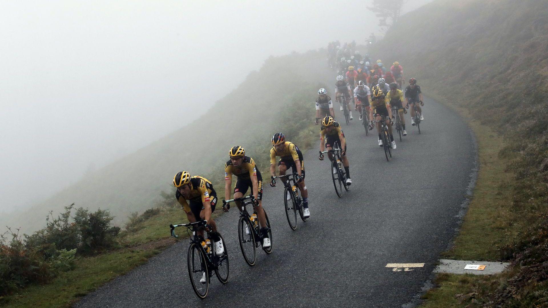 """COVID-19 плъзна и на """"Тур дьо Франс"""""""