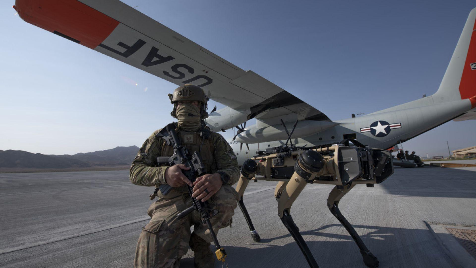 Военните на САЩ започват употребата на кучета роботи