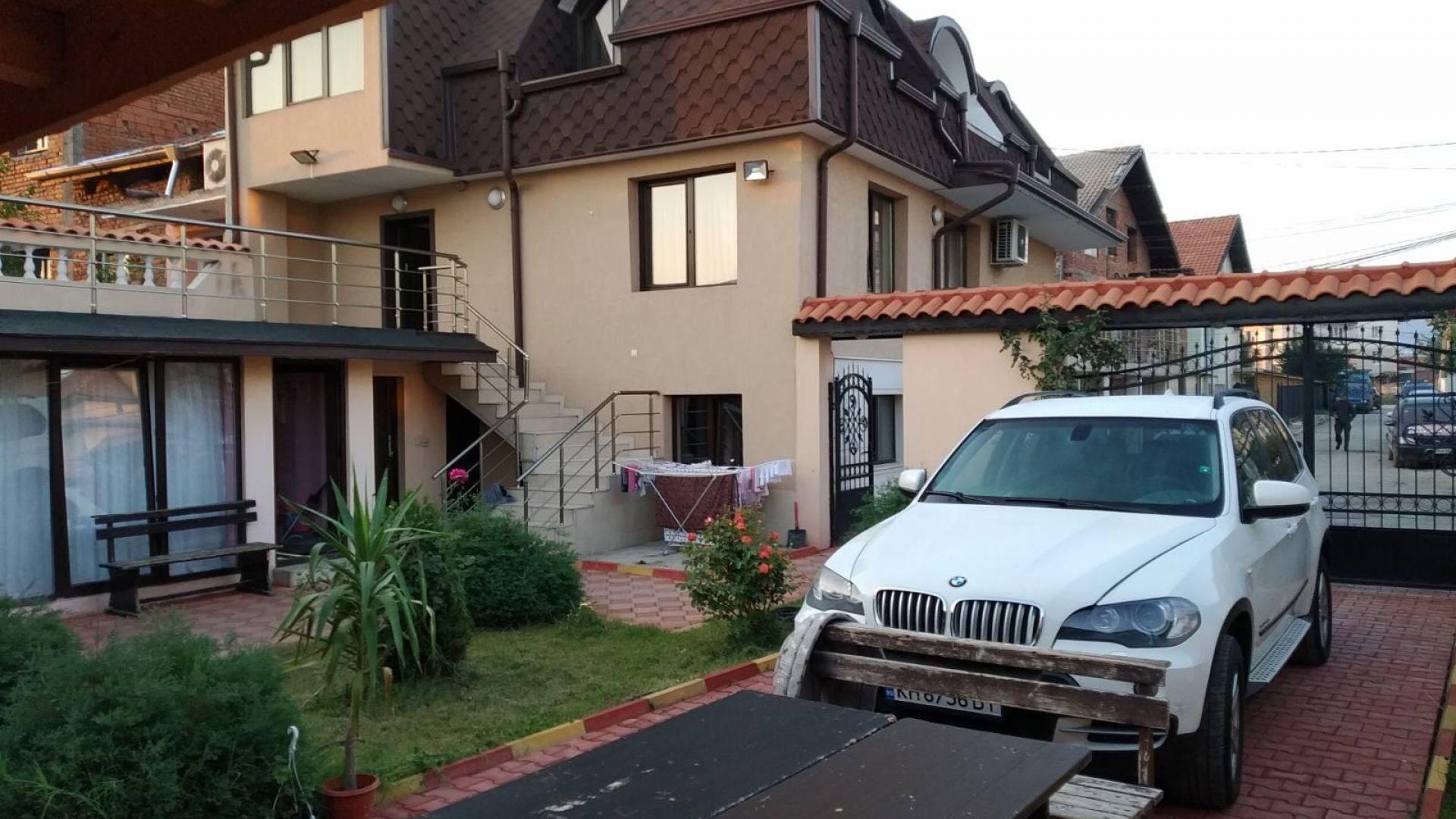 Прокуратурата показа луксозните къщи, парите и колите на бароните в Кюстендил (снимки и видео)