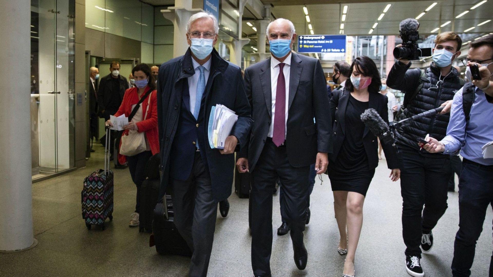 След силния европейски натиск Лондон омекна и склони на преговори