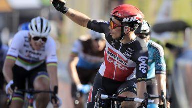 """Два ареста, обиск в хотела на отбор и нови съмнения за допинг на """"Тур дьо Франс"""""""