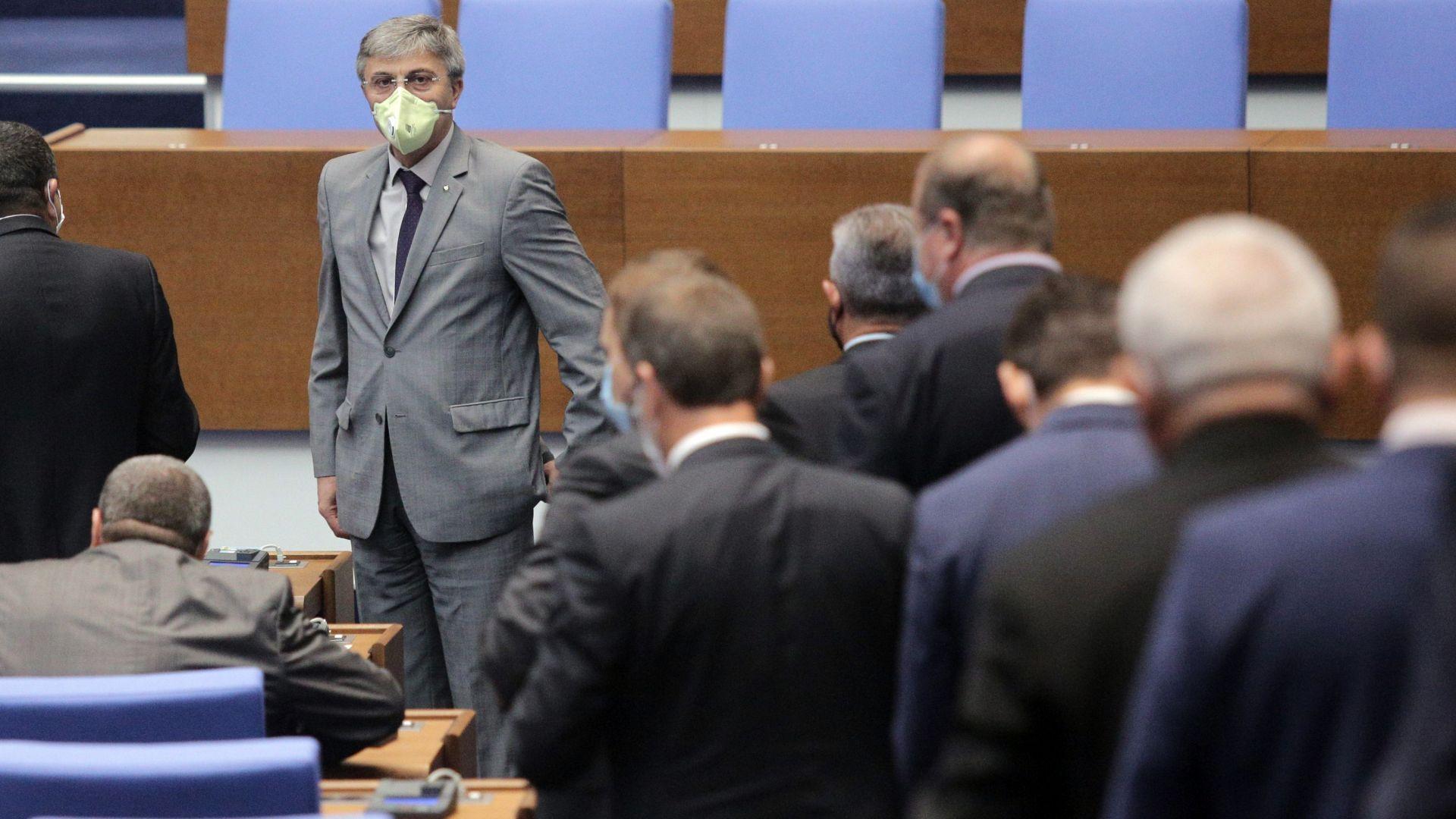 С подкрепата на ДПС и Воля, без БСП - депутатите събраха кворум