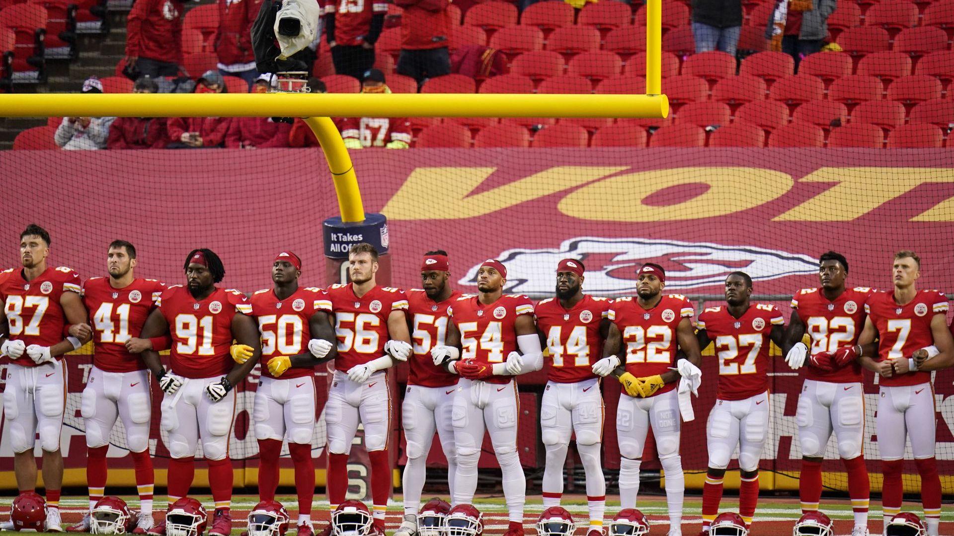 Скандал на старта в НФЛ: Тексасците останаха в съблекалнята и бойкотираха химна
