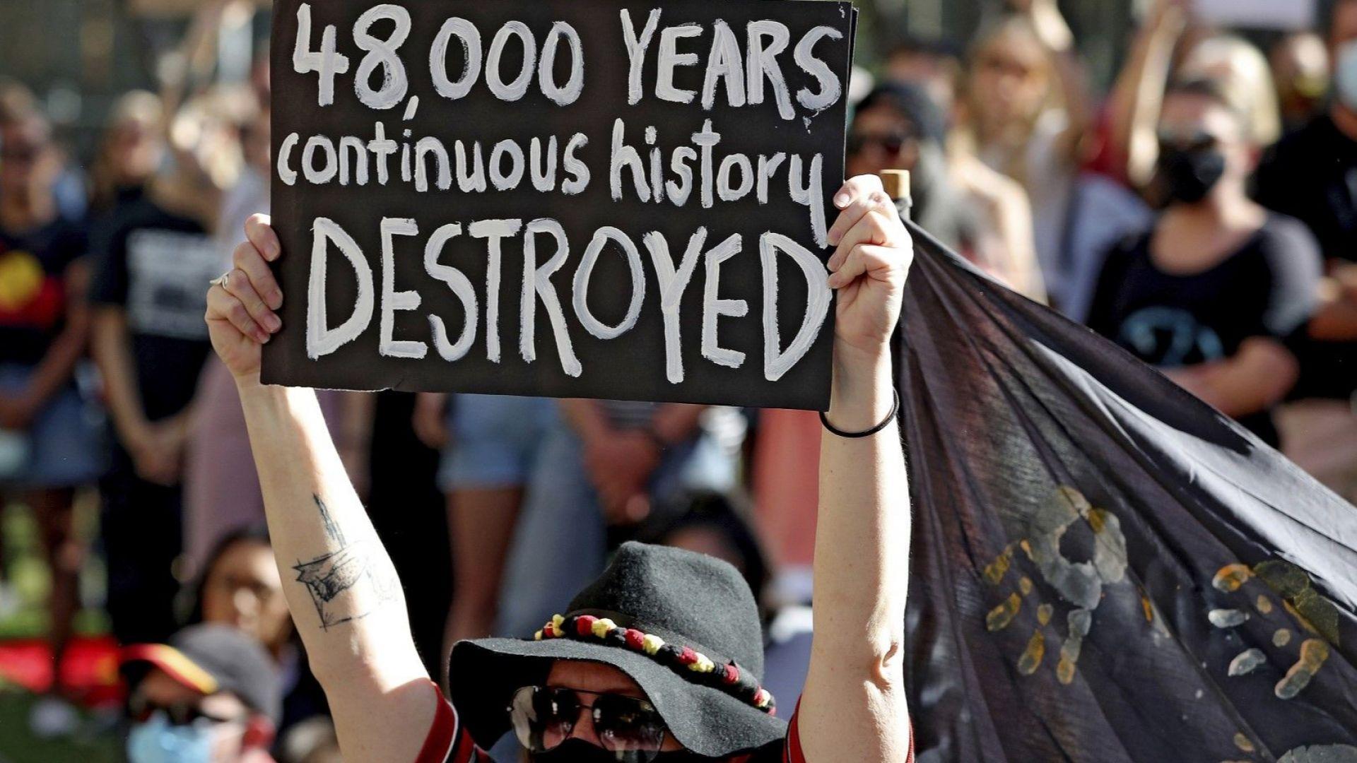 Шефовете на Рио Тинто напускат заради взривените аборигенски пещери на 46 000 г.