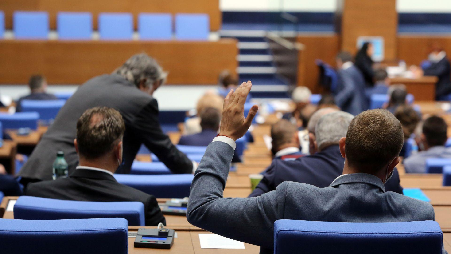 Депутатите решиха да може да се свиква референдум за промени в Конституцията