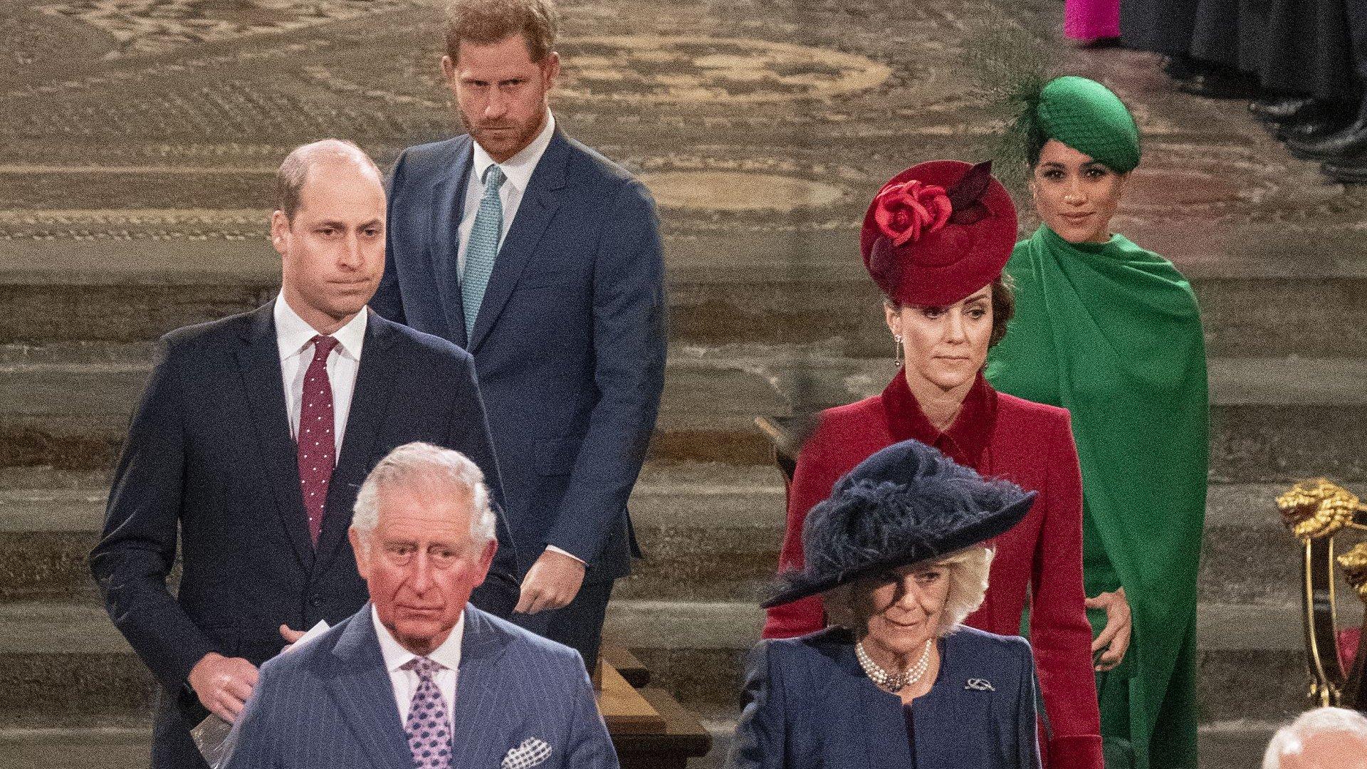 Принц Чарлз спря парите на Хари и Меган