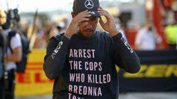 FIA наказва Хамилтън заради носене на политически символи
