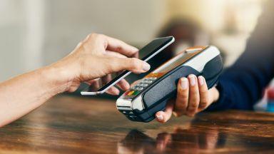 Защо вече плащам само със смартфон