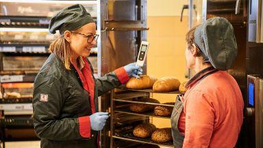 Модерни технологии и постоянен контрол гарантират качеството в пекарната на Kaufland България