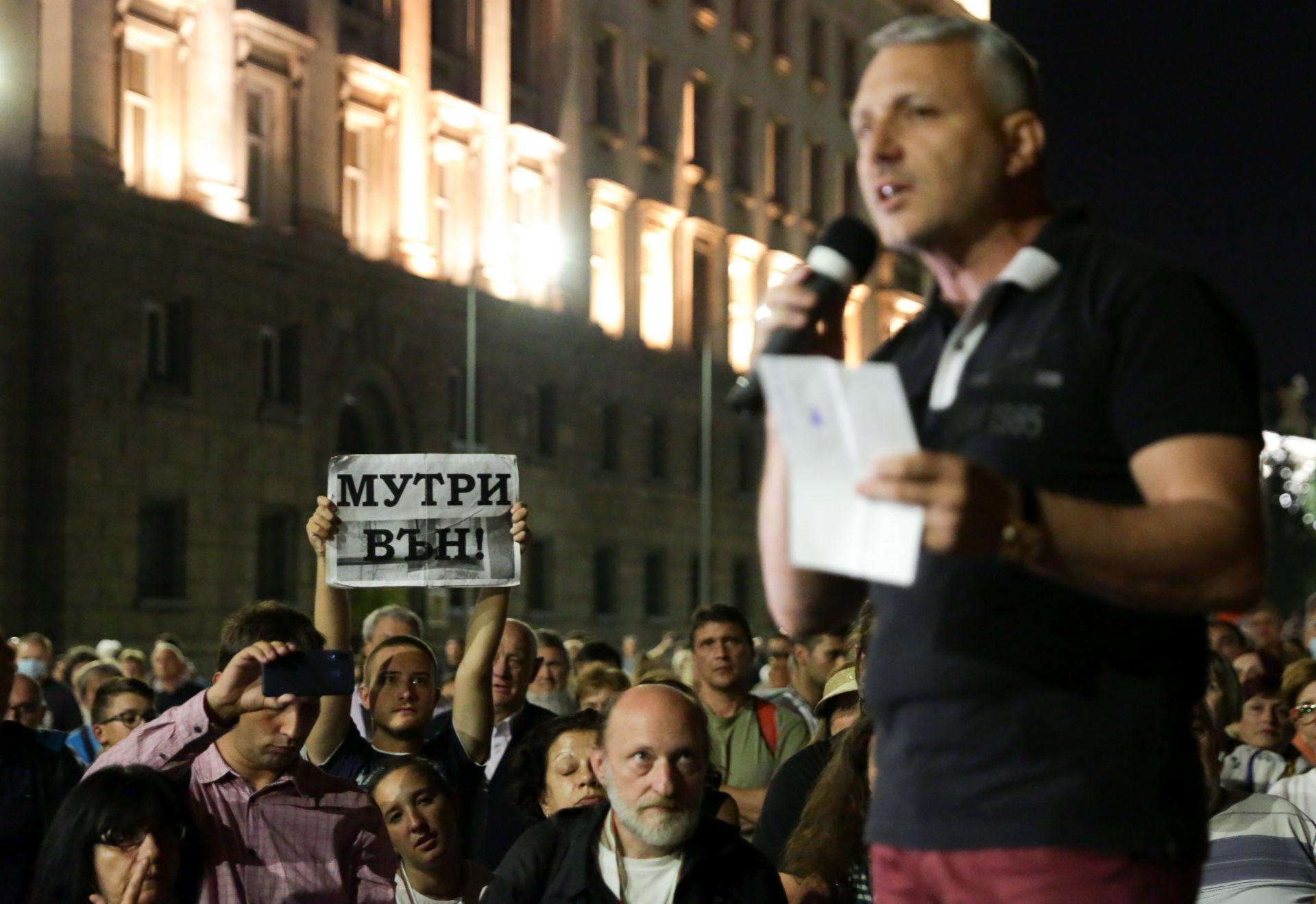 Адвокат Николай Хаджигенов от Отровното трио отново говори пред множеството