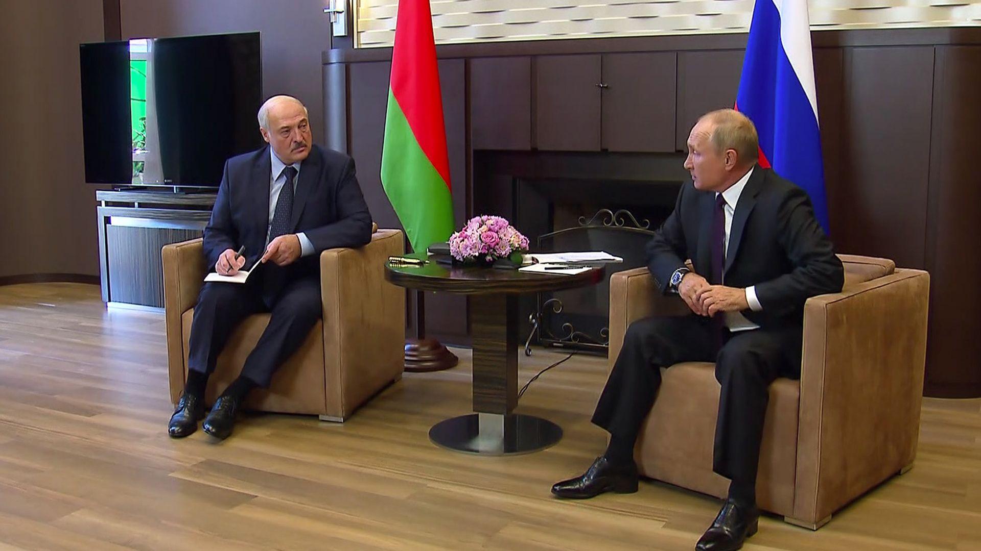 Лукашенко задейства военни учения с Русия, затваря границите с Литва и Полша