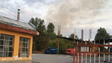 Пламна цех на Захарния комбинат в Пловдив, 5 пожарни екипа се борят с огъня