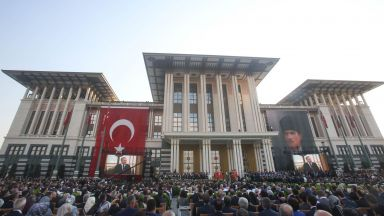 Палатите на Ердоган: с по 300 стаи, за стотици милиони