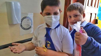 Няма да глобяват директори и учители заради ученици без маски в училищата