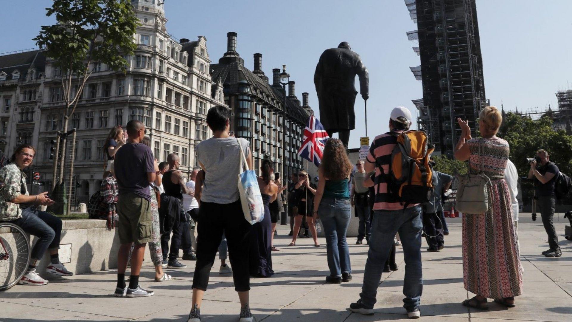 Ръстът на британската безработица удари най-силно младите