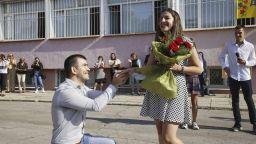 Учителка получи предложение за брак в първия учебен ден (снимки)