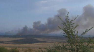Пожарът между Стара Загора и Хасково трети ден не стихва, но е под пълен контрол