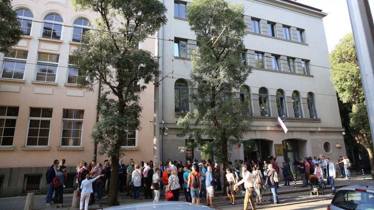 Съдии от Софийския районен съд се събраха рано тази сутрин,