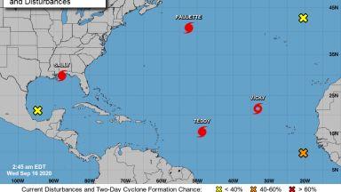 Как тропическата буря Теди ще докара есента у нас