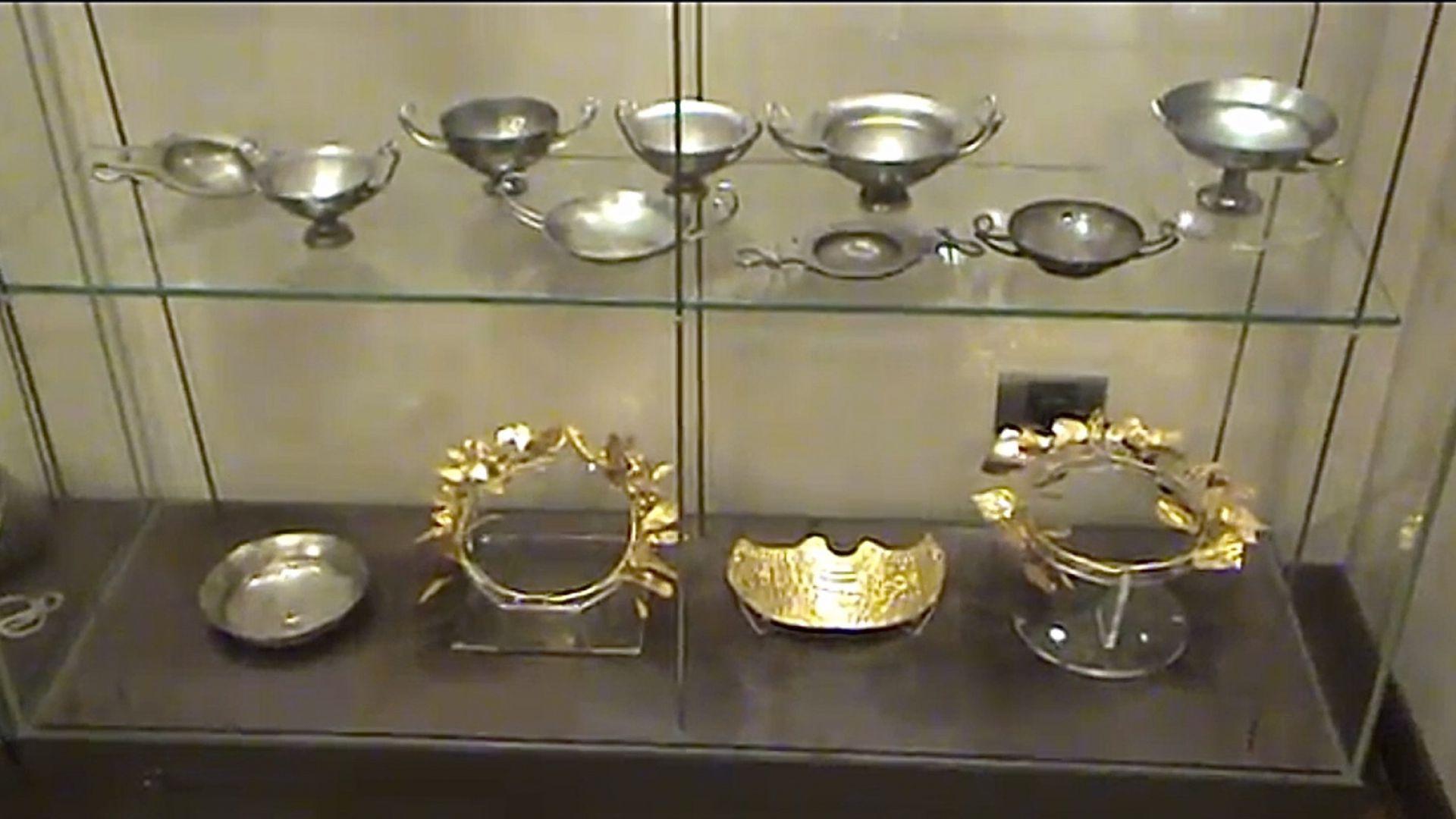 """Иззетите артефакти от офиса на Васил Божков на """"Московска"""" станаха 6566 (видео)"""