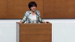 Караянчева отрече да е нареждала на НСО да изведе майките, обвини в лъжа Кутев