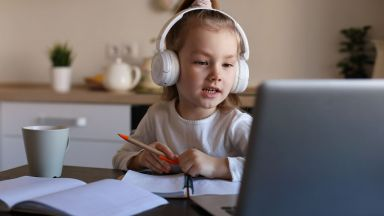 Специалните предложения на А1 за достъп до образователния портал e-просвета пренасят училището в дигиталния свят