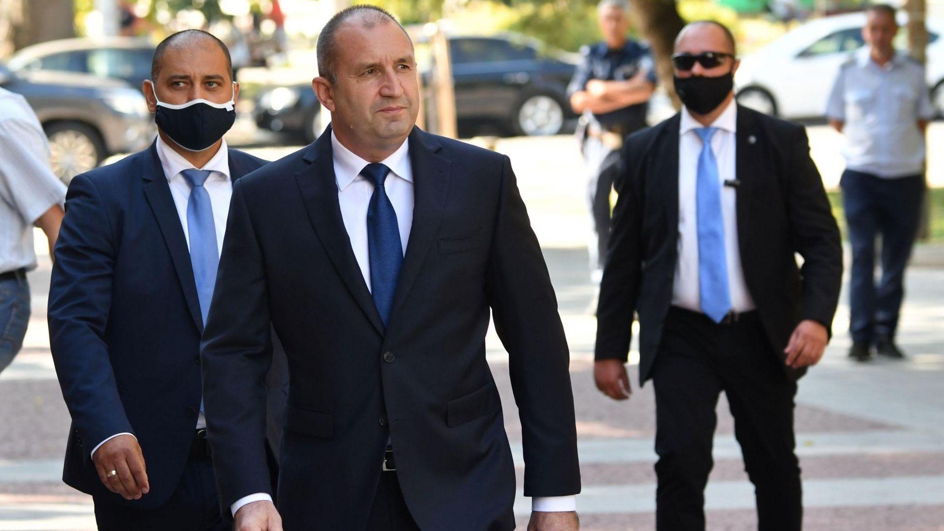 Освиркаха президента в Пловдив, той призова кабинета да подкрепи оръжейната индустрия (видео)