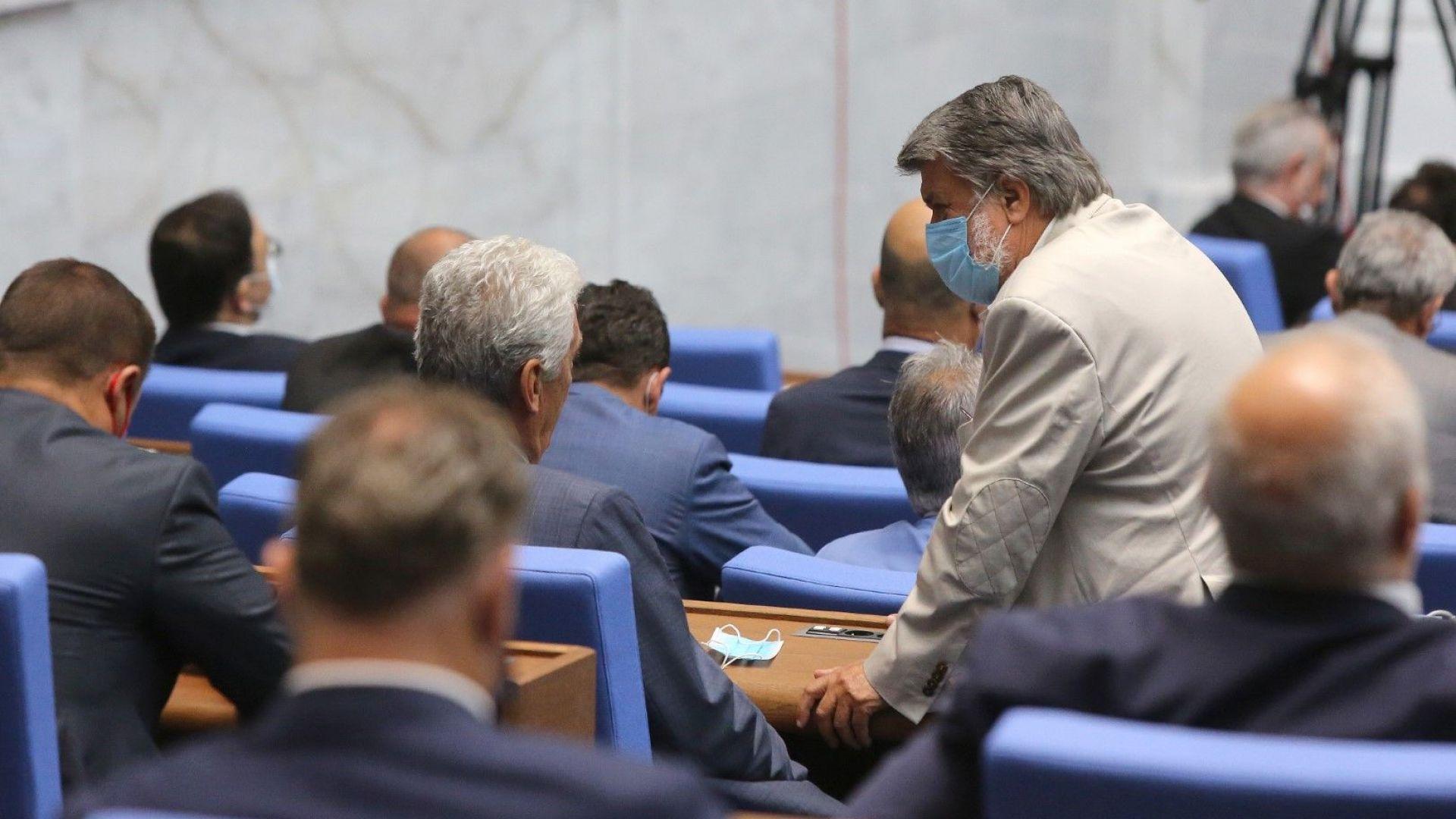 Депутатите решиха избор на ВНС по стария начин