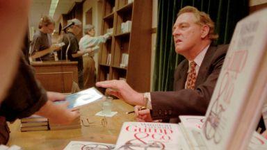 """Авторът на """"Форест Гъмп"""" Уинстън Грум почина на 77 години"""