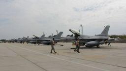 Българските пилоти на F-16 с доход над средния за САЩ