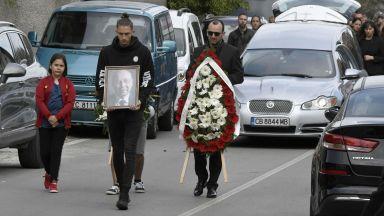 Стотици опечалени се събраха на погребението на Симеон Пешов (снимки)