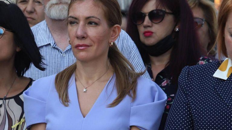 Носът на бившата министърка на туризма Николина Ангелкова е опериран