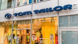 """Китайци купиха модната верига """"Том Тейлър"""""""
