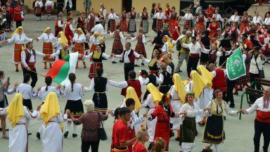"""Стотици танцьори се събраха на """"Хайдушка софра"""" в Хасково (снимки)"""