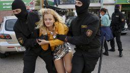 Сблъсъци и десетки задържани жени в Минск (снимки)