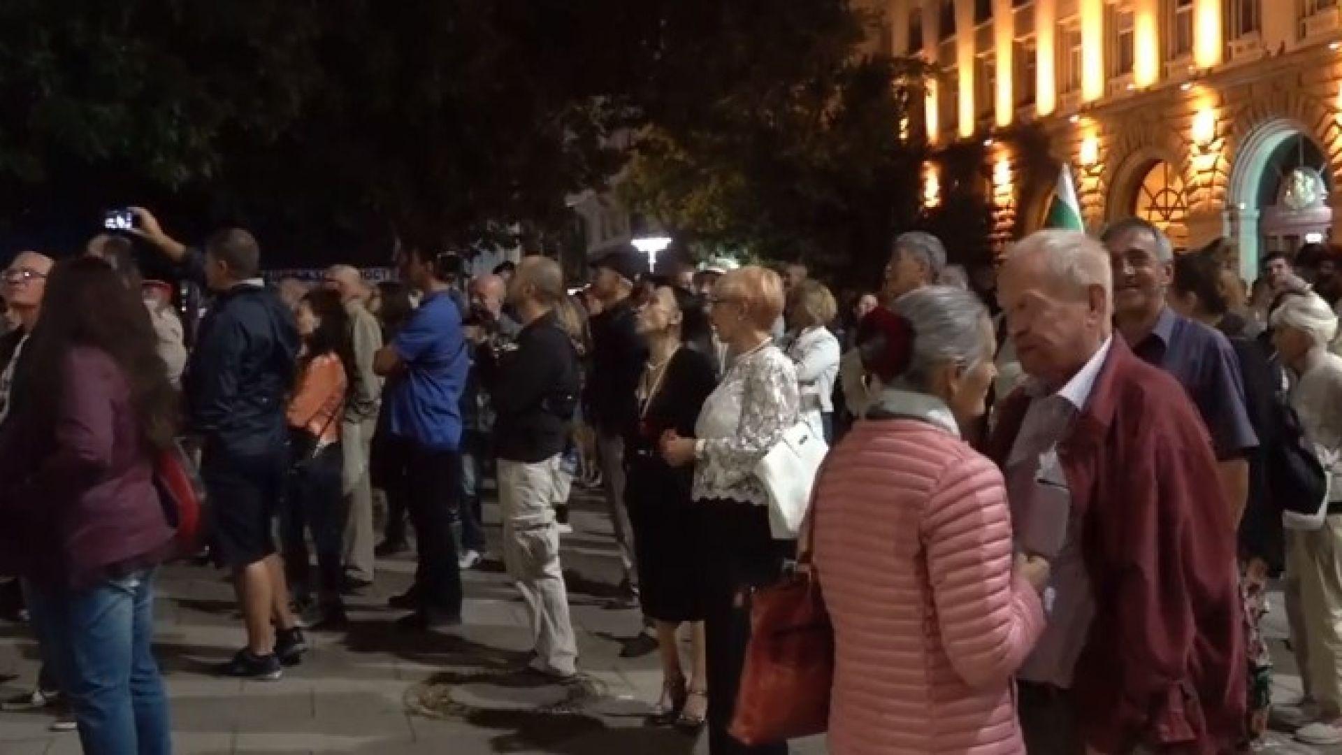 73-и ден на протести: Парламентът бе обстрелян отново, призив за 22 септември