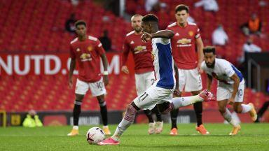 """Кошмарен старт за Юнайтед след спорни намеси на ВАР и рецитал на бивш """"червен дявол"""""""