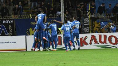 """""""Левски"""" отнесе мач без публика заради мелето в Коматево, фенове скочиха на ръководството"""