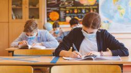 Учениците от 7, 8 и 12 клас се връщат в клас на 4-и февруари