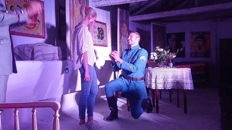 Ивайло Захариев предложи брак на половинката си на театралната сцена