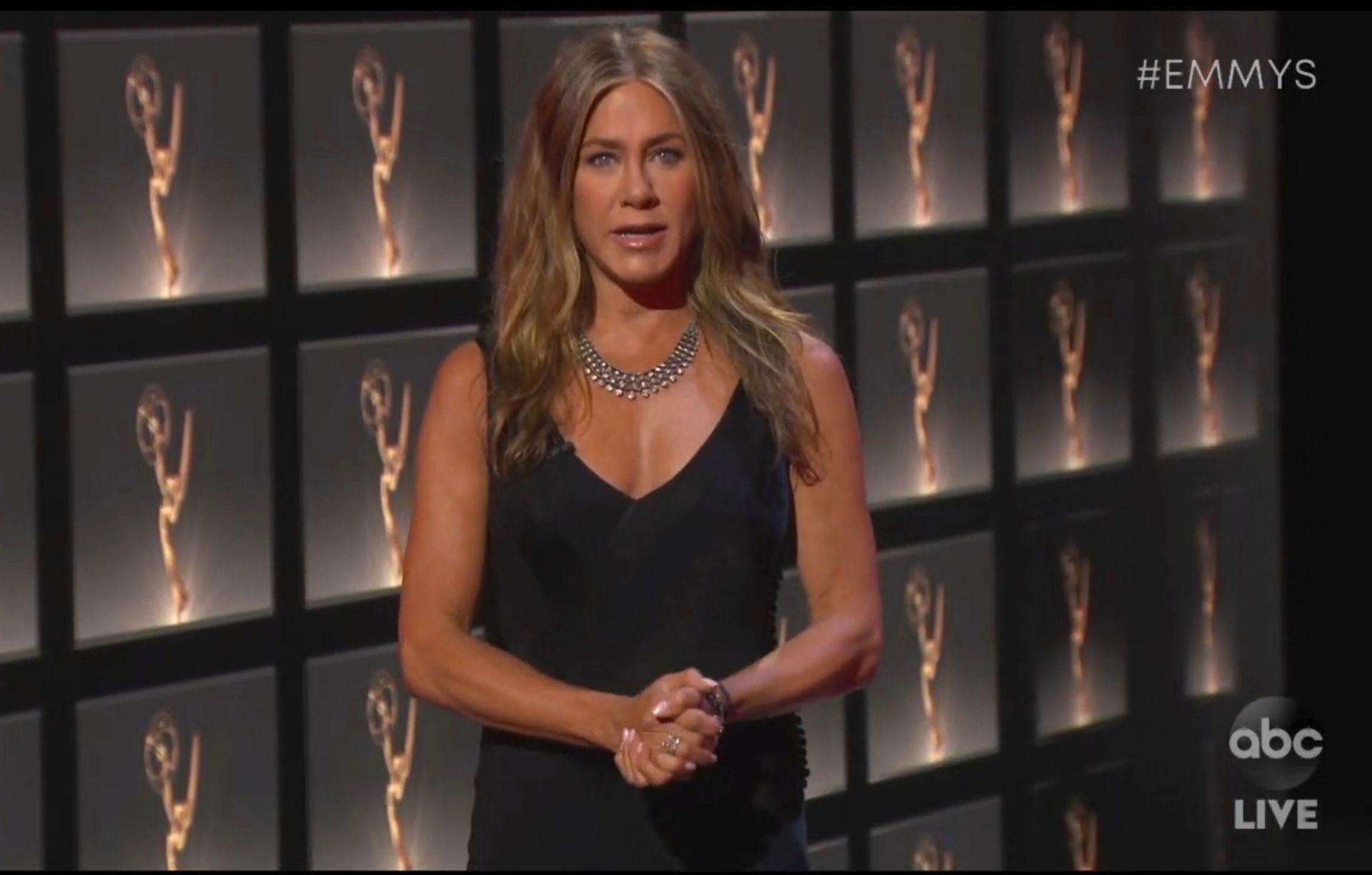 """Дженифър Анистън на виртуалното връчваната церемония по връчването на наградите """"Еми"""""""