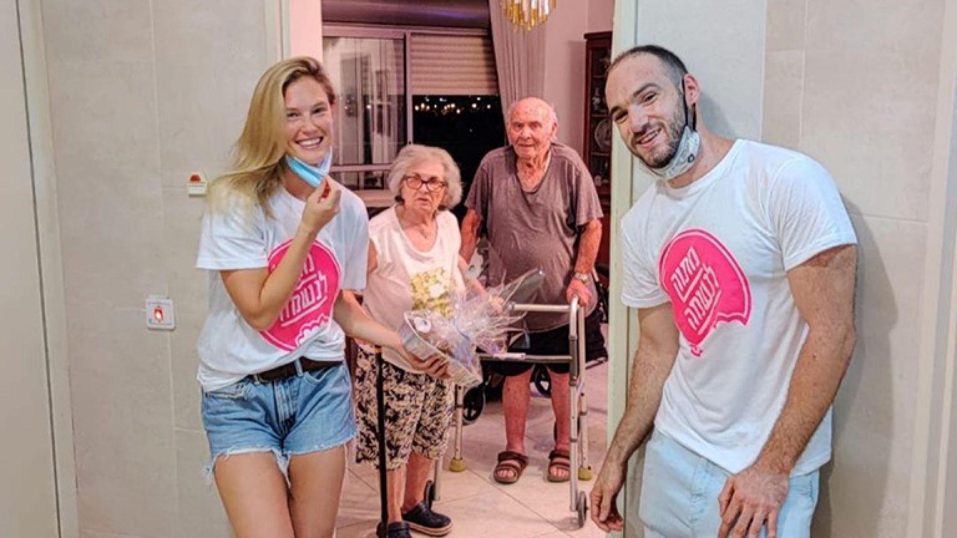 Супермоделът Бар Рафаели започна работа в дом за хора с недъзи