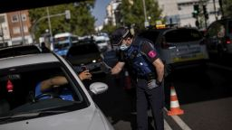 Властите в Мадрид искат помощ от армията за борба с коронавируса