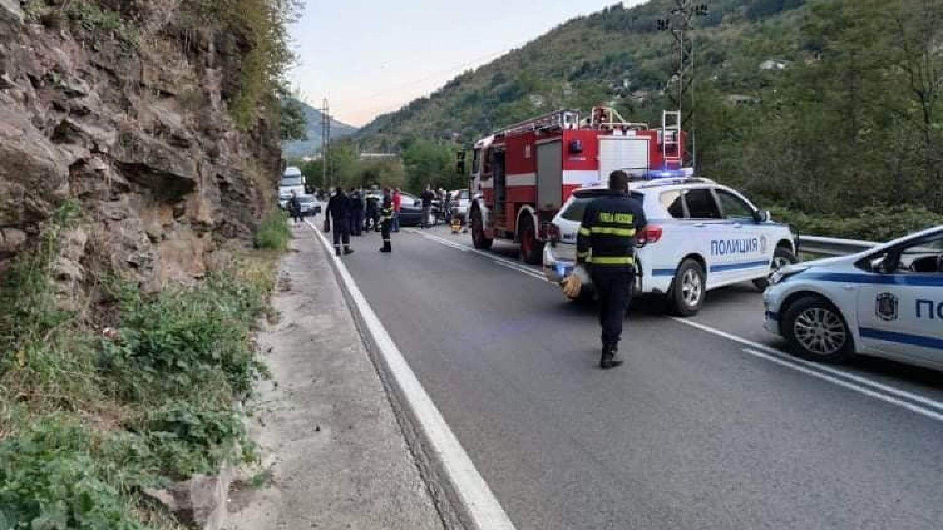 Тежка катастрофа с един загинал и трима ранени край Своге