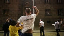 """75 дни протест: Демонстрантите се """"въоръжиха"""" с яйца и домати (снимки)"""